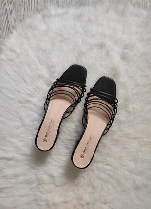 Черные кожаные сандалии босоножки шлепки квадратным носком на низком среднем каблуке bonprix