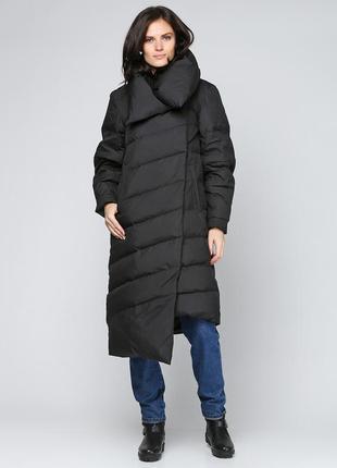 Дутое стеганное пальто ассиметрия на холлофайбере с обьемным воротом