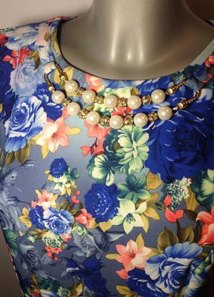 Платье нарядное с бусами с кружевом цветастое вечернее на новый год торжество