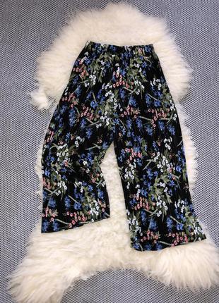 Кюлоты штаны свободные широкие брюки плиссе цветочный принт