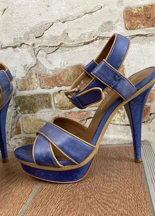 Синие кожаные босоножки carlo pazolini.