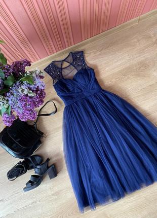 Нарядное пышное платье миди