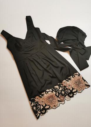 Вечірня атласна сукня з корсетом