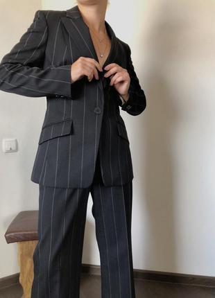Шикарный брючный костюм в полоску