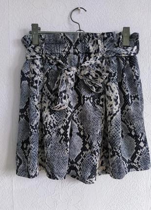Милые атласные шортики под змеиный принт