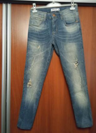 Летние, светлые джинсы  фирмы gloria jean's