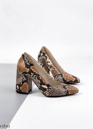 Туфли из натуральной кожи со змеиным принтом