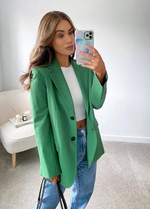 Пиджак с плечиками удлиненный жакет