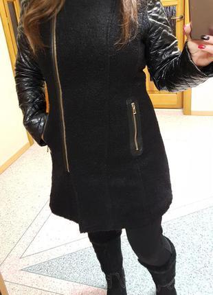 Демисезонное пальто с кожаными рукавами miss jissi