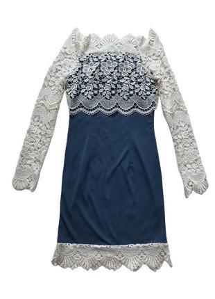 Нарядное платье с кружевными рукавами и открытыми плечами