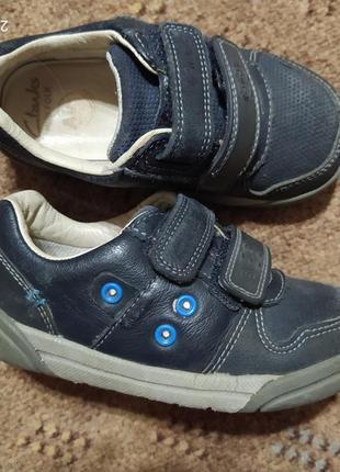 Фирменные светящиеся туфли clarks