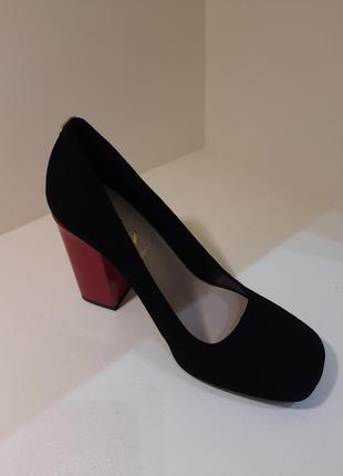 Неймовірні туфлі 2021