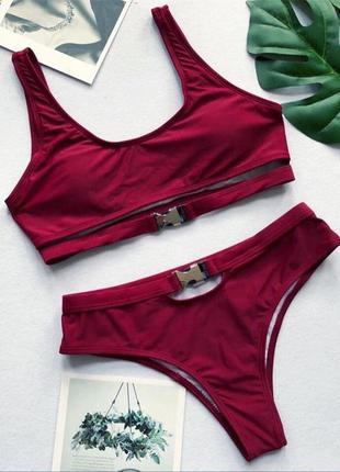 Трендовый раздельный бордовый купальник топ + плавки бразильяна с застежками  с поясом, с ремнем