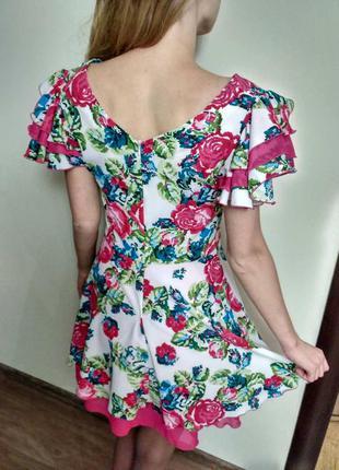 Красива квіткова сукня для дівчат