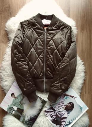 Оливкова куртка