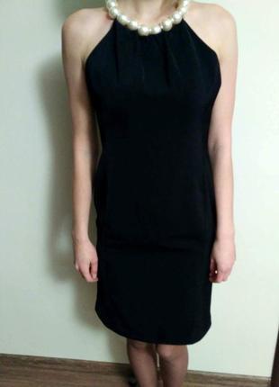 Красива чорна сукня із перлинами