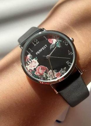 Женские часы черные в цветочек perfect на черном ремешке +подарок ❤️