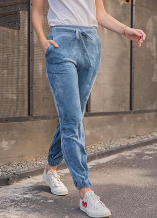 Синие велюровые брюки джоггеры