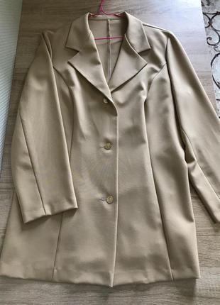 Пиджак  бежевый с красивыми пуговицами   первому скидка 50 грн