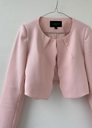 Классический светлый розовый короткий пиджак s