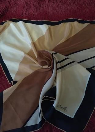Женский шелковый платок.