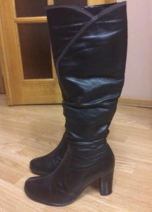 Итальянские кожаные сапоги,черные сапожки на каблуке+подарок шарф