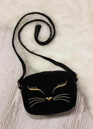 Маленькая сумочка из черного бархата с вышивкой