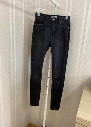 Чёрные джинсы скинни с дыркой высокая посадка, узкие базовые штаны