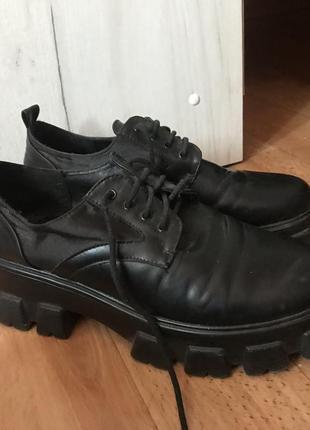 Классические туфли оксфорды  на тракторной подошве