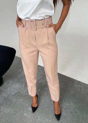 Стильные брюки с поясом в цветах в наличии