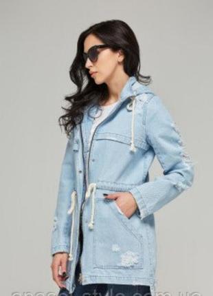 Джинсовая трендовая куртка с потертостями парка женская голубая