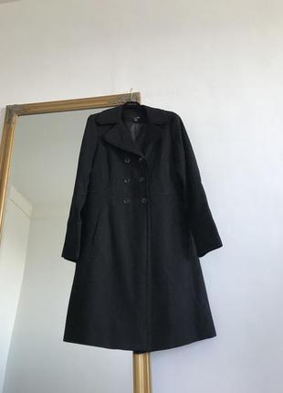 Чёрное длинное двубортное прямое пальто  прямого кроя h&m k16