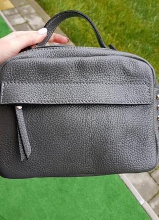 Натуральная кожа женская сумка чемоданчик на длинном ремешке через плечо кроссбоди с заклёпками италия genuine leather чёрная синяя серая vera pelle