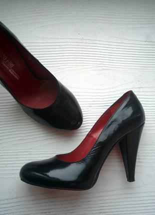 Лаковые кожаные туфли, р.36