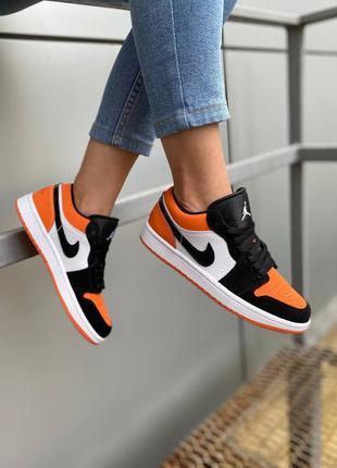 Женские кроссовки nike air jordan 1 low orange демисезонные