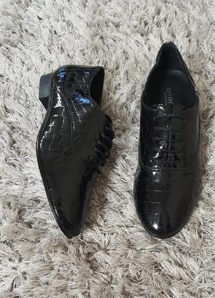 Туфлі lylyny minelli лакована нат.шкіра р. 37. маломірять.