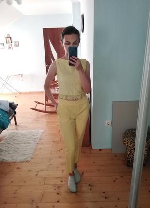 Жовтий кроп-топ