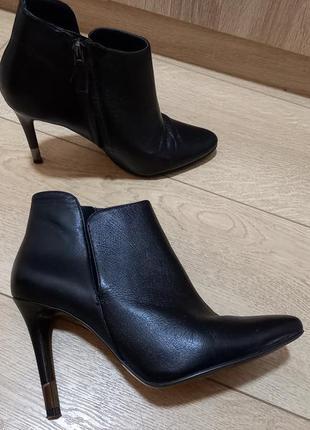 Изумительно красивые, женственные, удобные, кожаные ботинки guess
