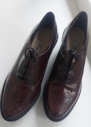 Стильные кожанные туфли ботинки  бренд clarks