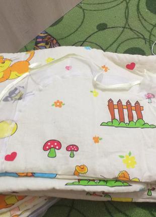 Защита на кроватку з балдахіном