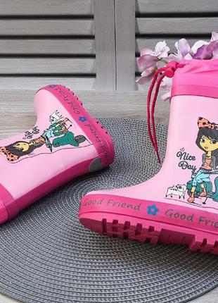 Яркие резиновые сапоги для девочки