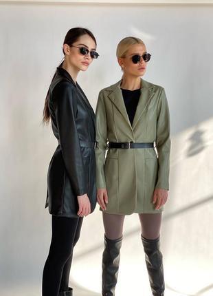 Трендовый оливковый кожанный пиджак с поясом эко кожа