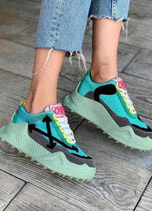 Женская обувь офф яркие шипы