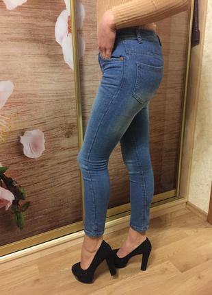 Приталенные джинсы skinny denim co