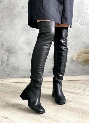 Черные кожаные ботфорты осенние и зимние