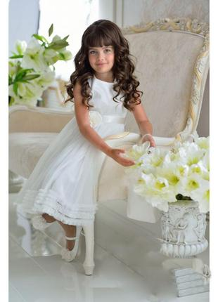 Нарядное, праздничное,хорошенькое платьице для девочки, атлас белого цвета.