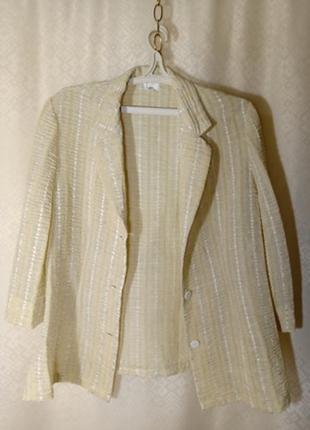 Пиджак приталенный легкий летний.