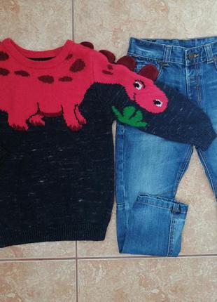 Стильный комплект: красивый свитер модный свитерок и джинсы
