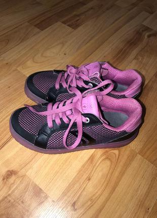 Кросівки для дівчинки, фірми geox, кеди.