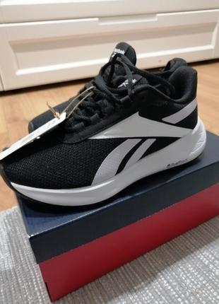 Продам новые женские кроссовки reebok, в оригинальной коробке, с бирками